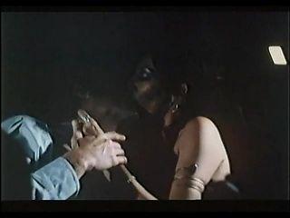 Joan Devlon - Fantasy in Blue (1975) sc 5